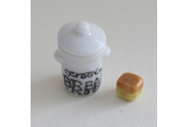 Smaller 1:24 Bread Crock With Bread