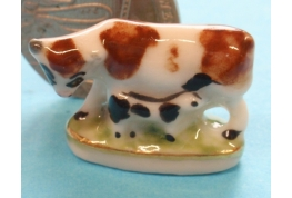 China Cow and Calf Ornament (Brown Cow and Black Calf)