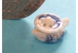 24th Scale Tiny Blue & White China Lemon Squeezer